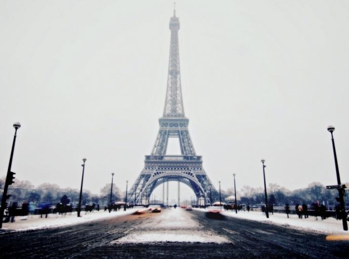 Torre Eiffel celebra sus 130 años con espectáculo de láser