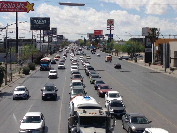 Exceso de autos en Juárez podría provocar una emergencia ambiental: PEJ