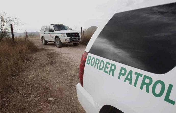 Agentes fronterizos disparan a autos sin justificación