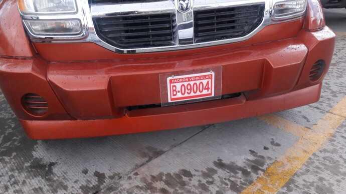 Autos con placas rojas no podrán entrar al Pueblito