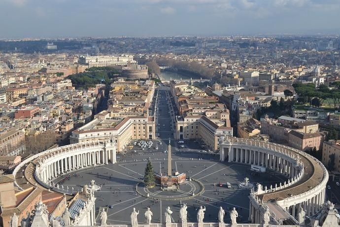 Dimite jefe de seguridad del Vaticano tras caso de fraudes