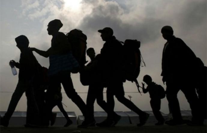 Evacuarán a refugiados en Libia