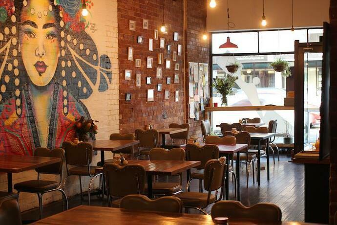 Cafetería feminista cobra 18% más caro a hombres