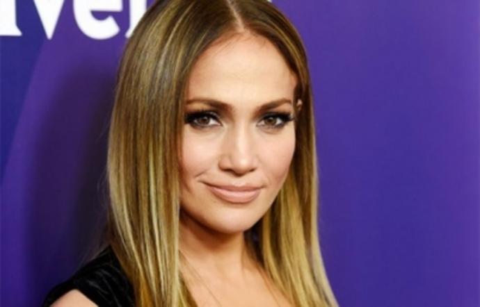 Prohíben película de Jennifer Lopez, 'Hustlers' por ser 'obscena'