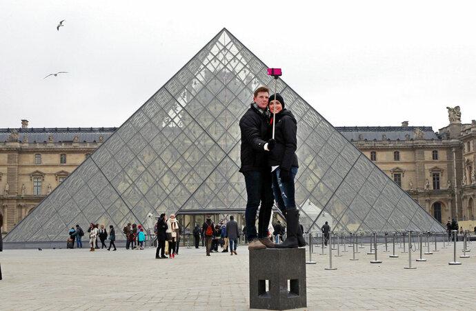 Cierra el Louvre mientras sigan protestas en Francia