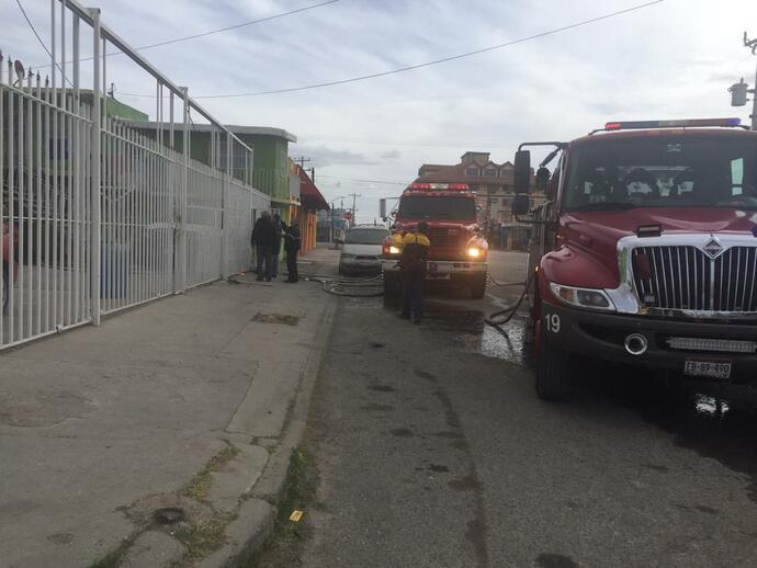 Apagó Bomberos 55 autos incendiados en un mes