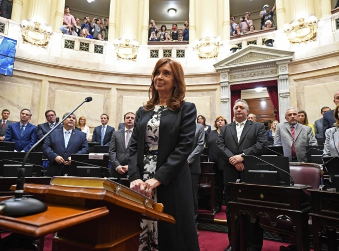 Frenan inicio de juicio contra Cristina Fernández