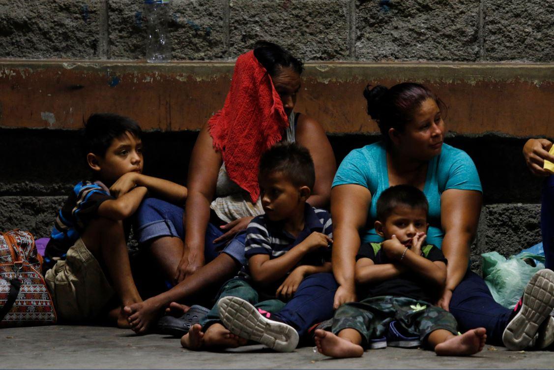 Instalan mesa para atender a migrantes en frontera sur