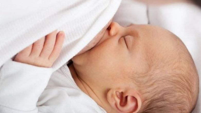 Investigan si leche materna tiene efectos contra el Covid-19