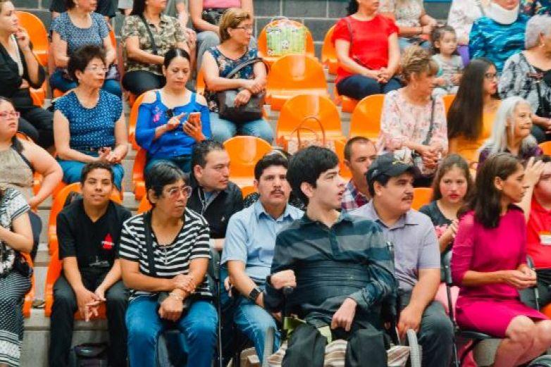 Gradúan personas con discapacidad de Escuela de Artes