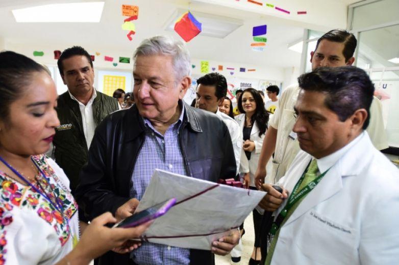 Ordena AMLO subir sueldos a médicos y enfermeras de zonas marginadas