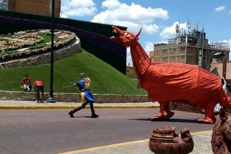 Caballeros y dragones se enfrentan en Parral