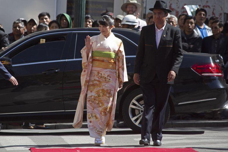 Reciben con honores militares a Princesa Mako