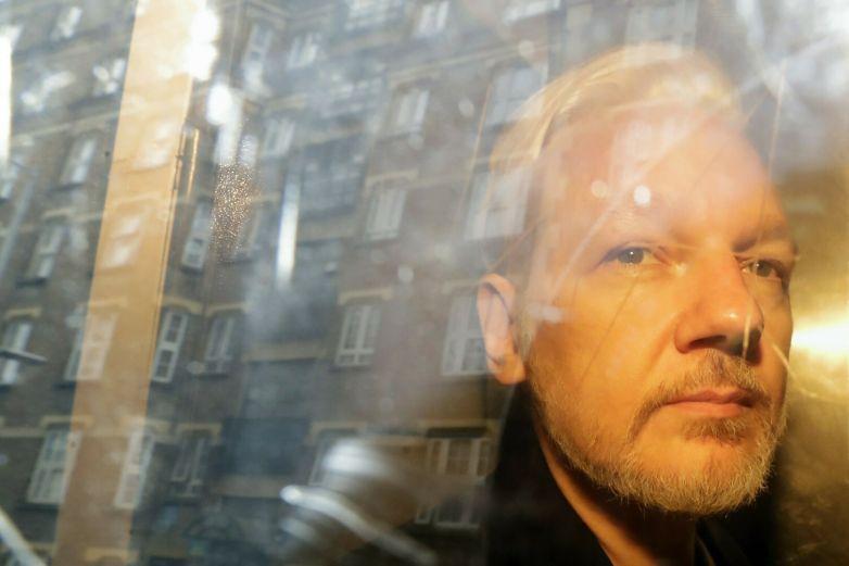 Ofreció EU perdón a Assange si negaba participación rusa en hackeo