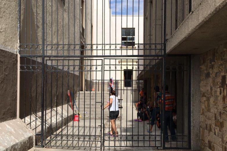 Varados y sin dinero, migrantes en Catedral