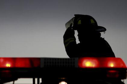 Arde mercado en la India; reportan 34 muertos