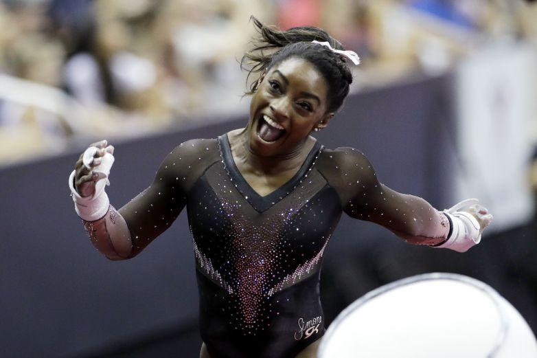 Biles rompe récord de medallas en mundial de gimnasia