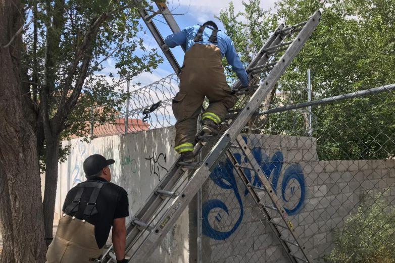 Movilización policíaca por cuerpo en acequia