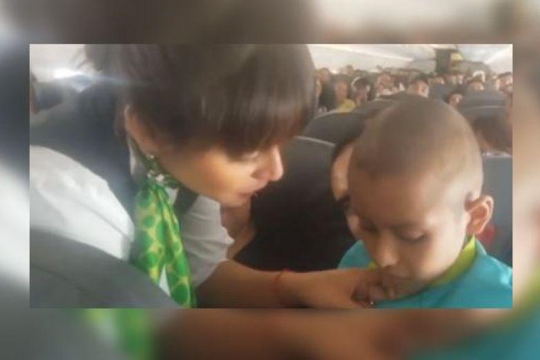Viva Aerobus cumple sueño de niño con cáncer