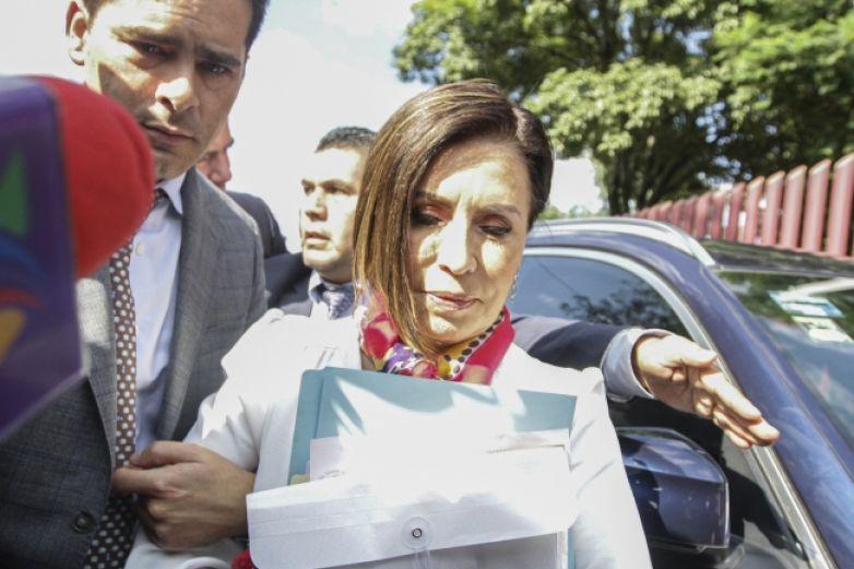 Rosario Robles, única mujer entre cómplices hombres