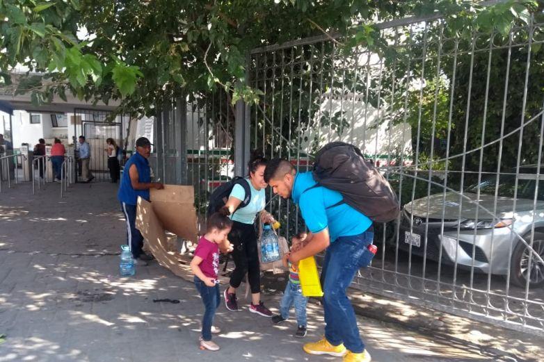 'Para evitar desorden' excluyen a mexicanos de albergue federal