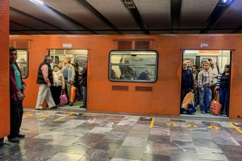 Vinculan a proceso a funcionario por portación ilegal de boletos del Metro
