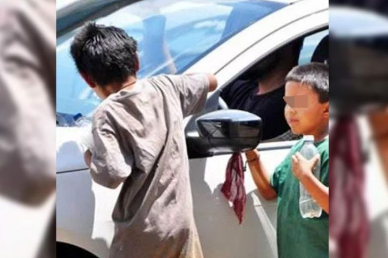 Enseñaban inglés a sus hijos para que pidieran limosna a extranjeros