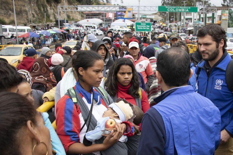 Expulsa Perú hacia Ecuador a 150 venezolanos indocumentados