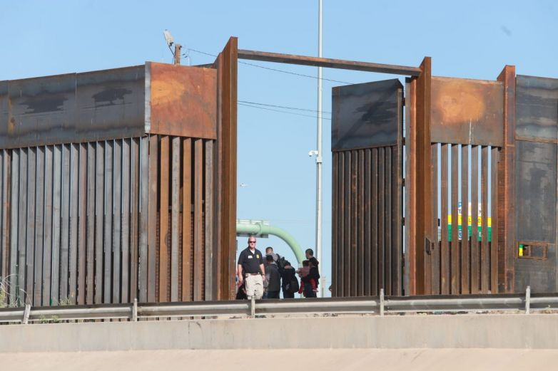 Da Corte permiso a Trump para negar asilo a migrantes