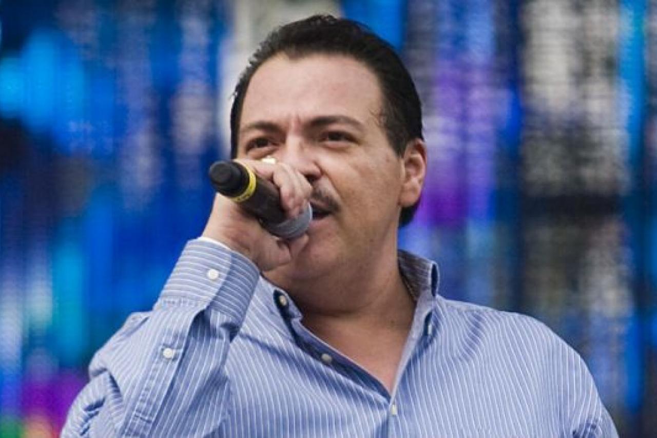 Julio Preciado entra a quirófano para recibir nuevo riñón; su hija es la donante