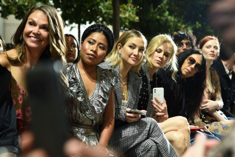Yalitza Aparicio deslumbra en pasarela de Michael Kors junto a Nicole Kidman