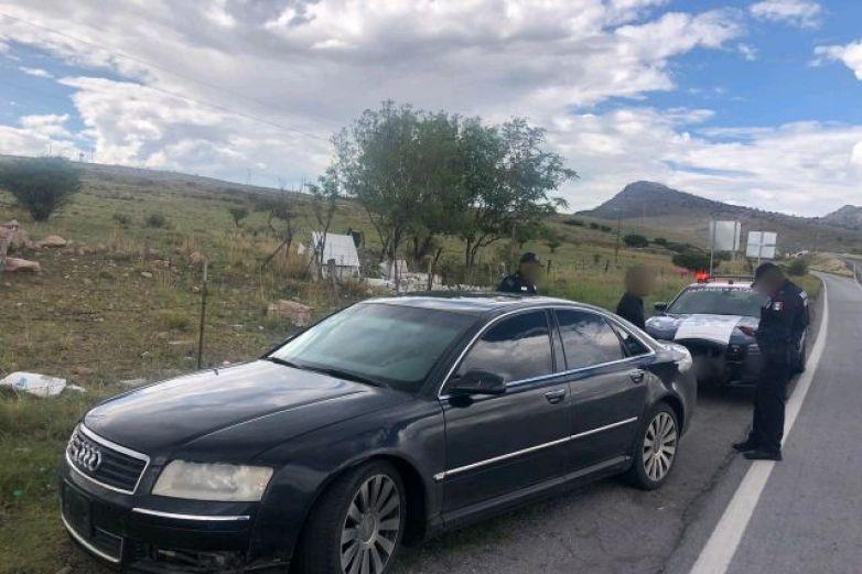 Arrestan a hombre con Audi blindado y arma