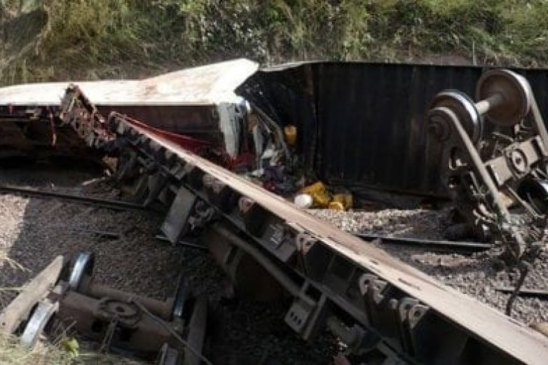 Al menos 50 muertos al descarrilarse tren en el Congo