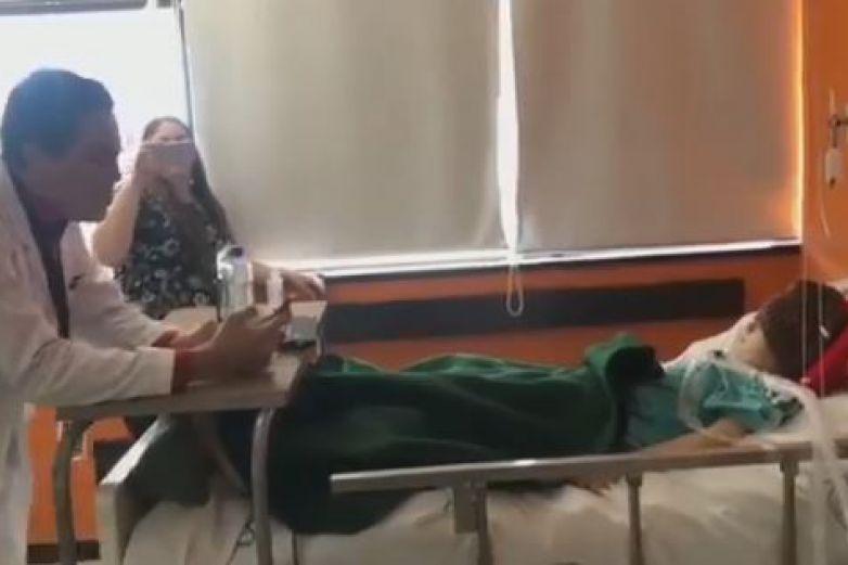 Médico del IMSS canta canción de 'Coco' a un niño enfermo