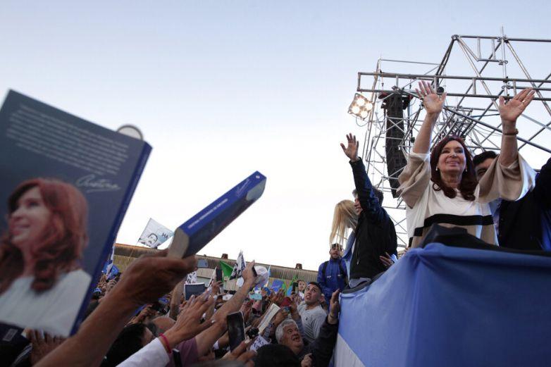 Retoman Cristina Fernández campaña electoral