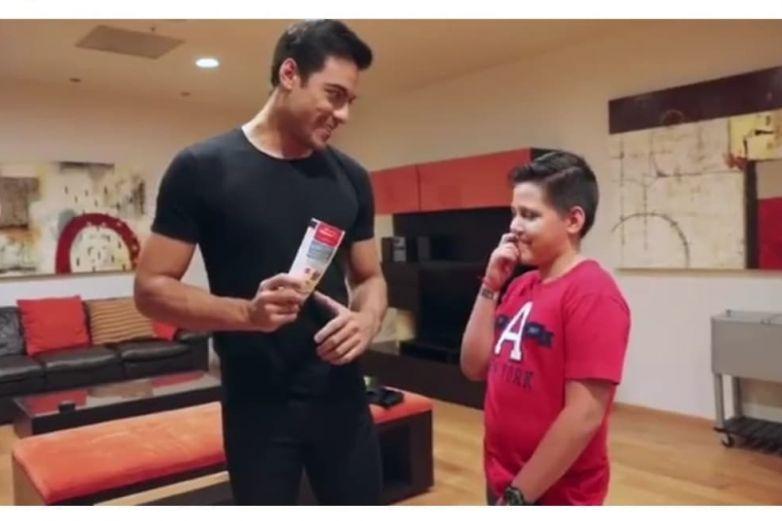 Niño conoce a Carlos Rivera tras viralizarse su video