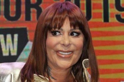 Alejandra Guzmán reaparece tras las burlas por sus cirugías