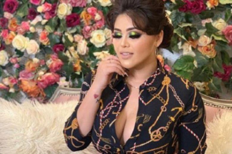 Gomita enciende las redes con sexy baile en mini vestido