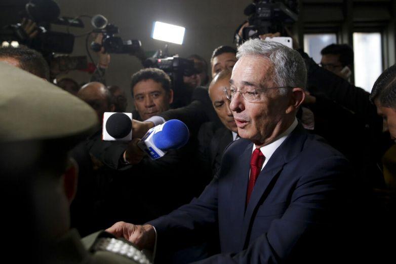 Colombia abre indagación a expresidente Uribe por espionaje