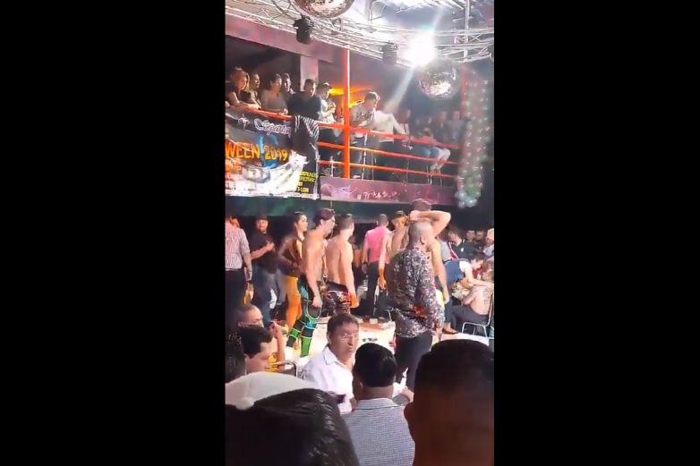 Muere joven ebrio atragantado con pepino en show de 'Wapayasos'