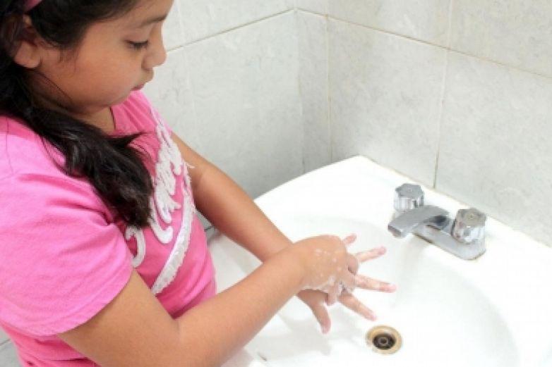 Lavarse las manos reduce 47 % las enfermedades diarreicas