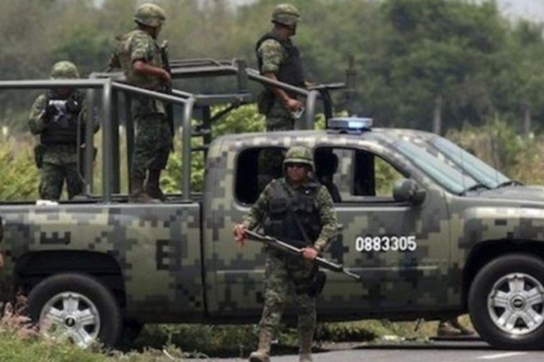 Despojan sicarios a militares de camioneta