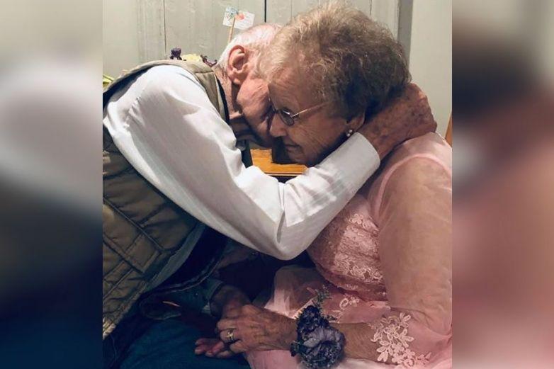 Pareja celebra su aniversario de boda 72 en un asilo y conmueven a todo Internet