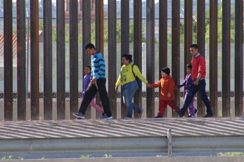 Convertir al migrante indocumentado en documentado