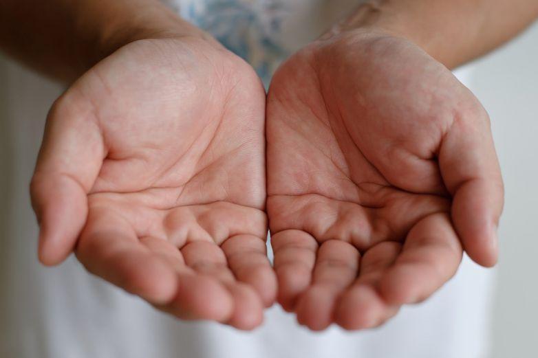 Juarenses muestran su fe a la lectura de mano