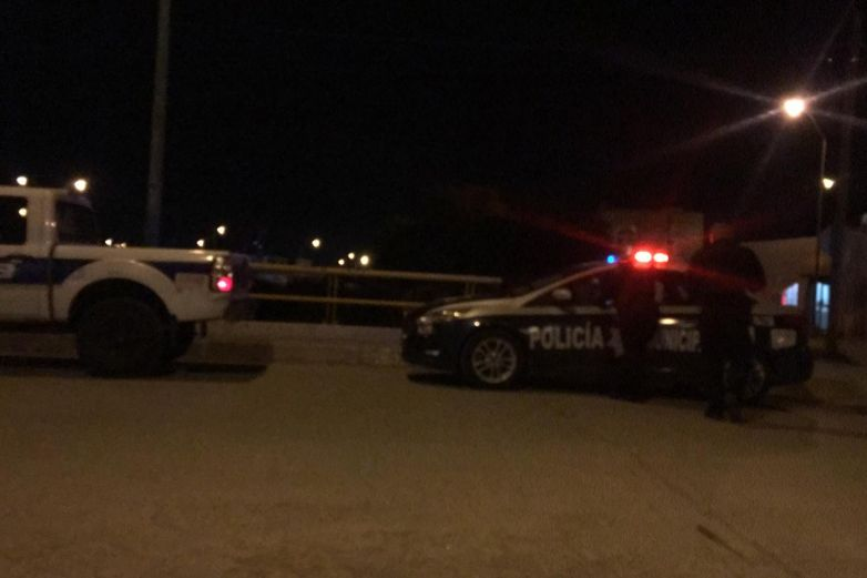 A mano armada roban auto a conductora de Uber