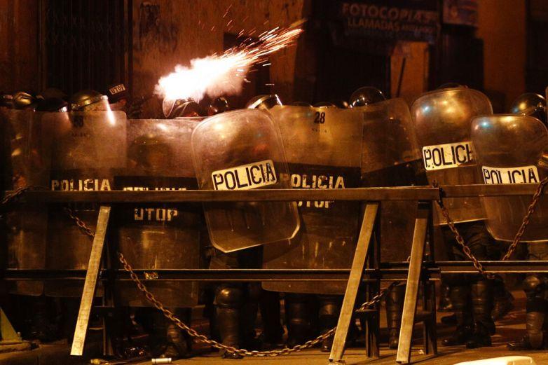 Se amotinan policías en pleno conflicto en Bolivia
