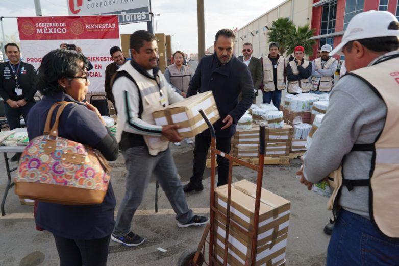 Entregan despensas a trabajadores de maquila afectados por paros