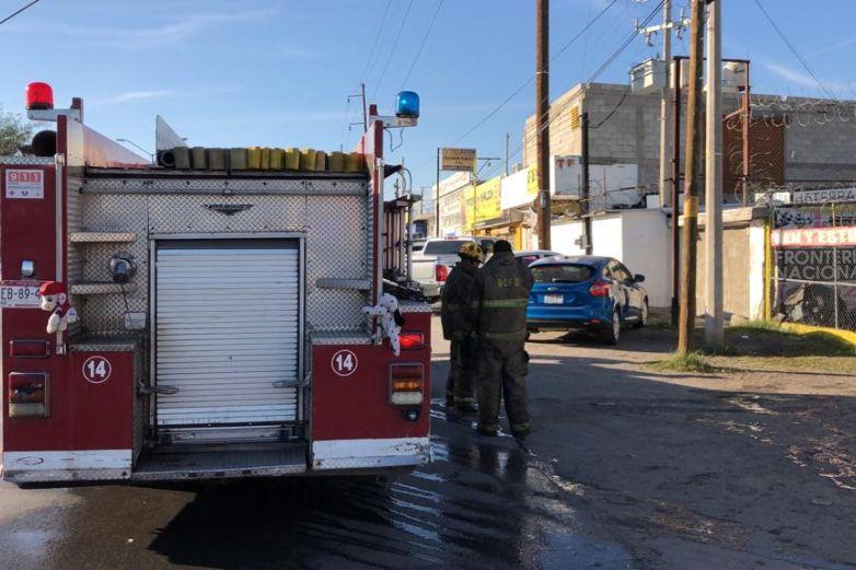 Ocasiona cortocircuito conato de incendio en lote de autos