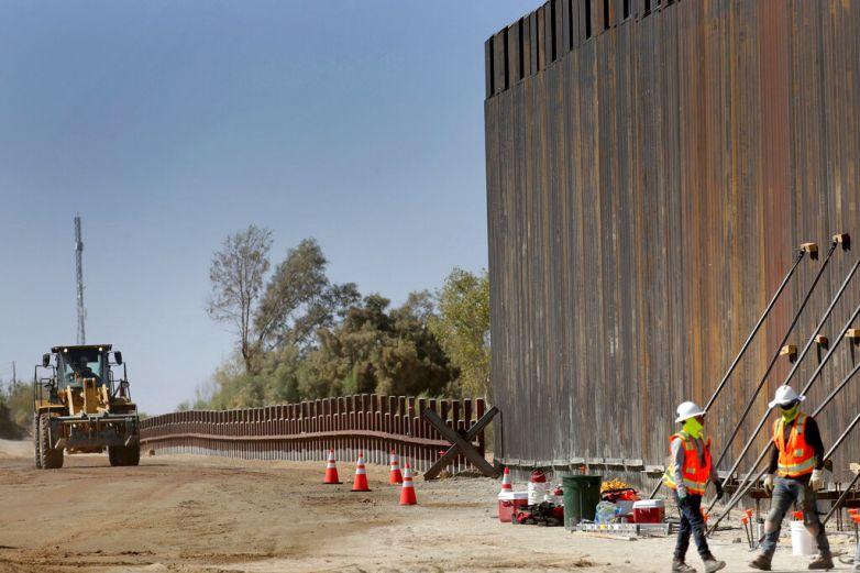 Gobierno de EU persuade a juez de frenar muro privado